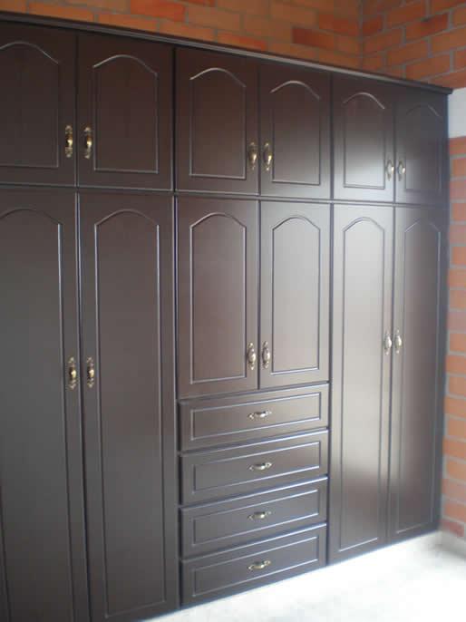 Todo en maderas pereira for Buscar closet madera